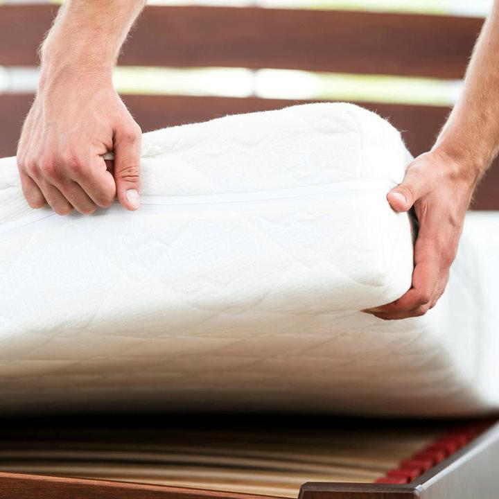 Кровать с толстым матрасом